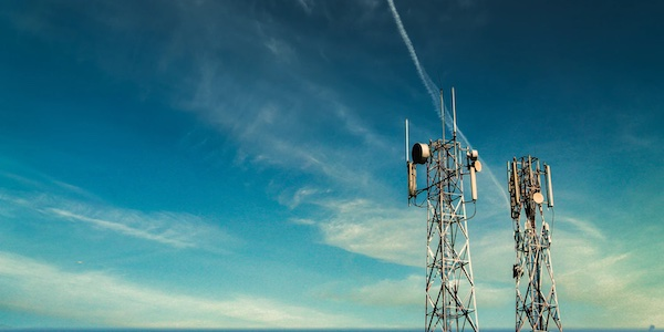 Bell et Telus s'opposent à l'achat par Québecor d'ondes 5G dans l'Ouest canadien