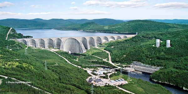 L'électricité coûte en moyenne deux fois moins cher au Québec qu'en Ontario