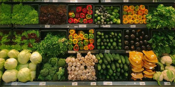 Faire l'épicerie coûtera en moyenne 695 $ de plus à chaque famille canadienne l'an prochain
