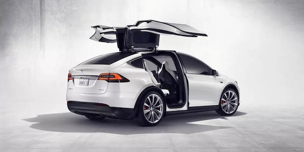 Tesla a manqué de peu son objectif de livrer 500000 voitures l'an dernier
