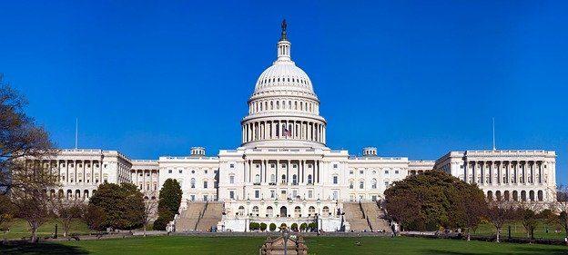 Énergies propres, consommateurs et producteurs de cannabis devraient être les grands gagnants d'un gouvernement démocrate majoritaire au Congrès à Washington