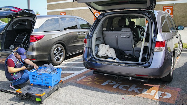 Les détaillants demandent au gouvernement d'autoriser la collecte à l'auto pour tous les commerces