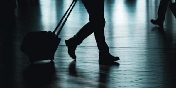 Trudeau va renforcer les mesures sanitaires pour les voyageurs qui arrivent au Canada par avion