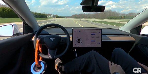 Le mode Autopilote d'une Tesla peut rester enclenché même sans conducteur au volant