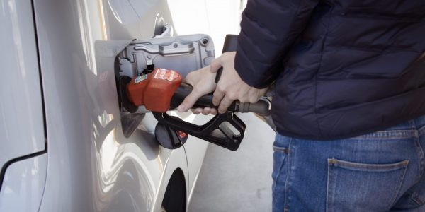 Alors que les Américains font des réserves d'essence, la pénurie s'intensifie