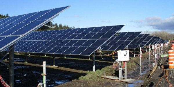 Hydro-Québec inaugure deux premières centrales solaires pour tester ce type d'énergie