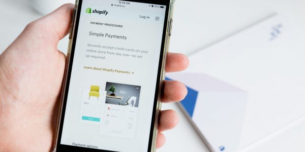 Shopify fait cadeau de sa commission aux développeurs d'applications, jusqu'à 1 million $US