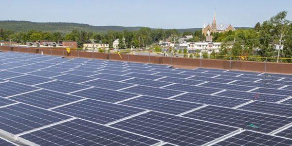 Lac-Mégantic teste un nouveau concept d'électricité solaire produite localement