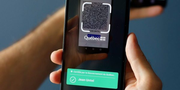 Québec met en garde contre les fausses applications de passeport vaccinal