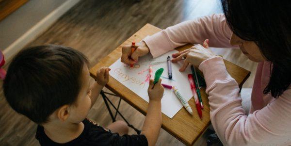 Garderies: Québec hausse le salaire des éducatrices dès maintenant